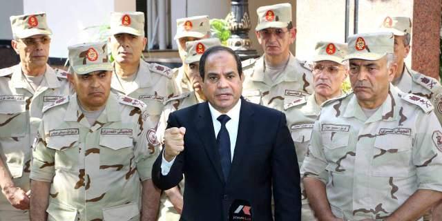 Crédit photo : AFP PHOTO/HO Le président Abdel Fattah al-Sissi et ses généraux